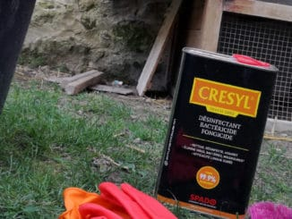 poulailler gresyl 326x245 - Nettoyer son poulailler au Crésyl