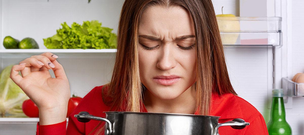 oeuf qui pue 1 1200x533 - Oeuf qui a une odeur : pourquoi il sent mauvais ?